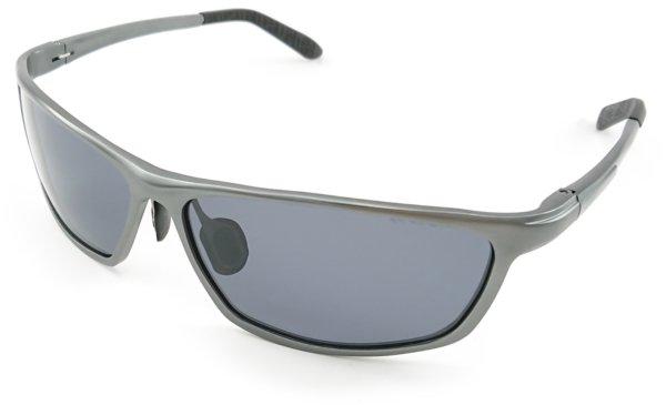 På billedet ser du variationen First, sporty herre solbriller med etui fra brandet Barcur i en størrelse H: 4 cm. B: 6,3 cm. i farven Grå