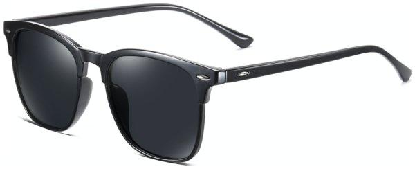 På billedet ser du et stemningsbillede (#5) fra Wayfarer solbriller til mænd, Comply fra brandet Solbrillerne.dk i en størrelse H: 53 cm. B: 19 cm. L: 140 cm. i farven Sort
